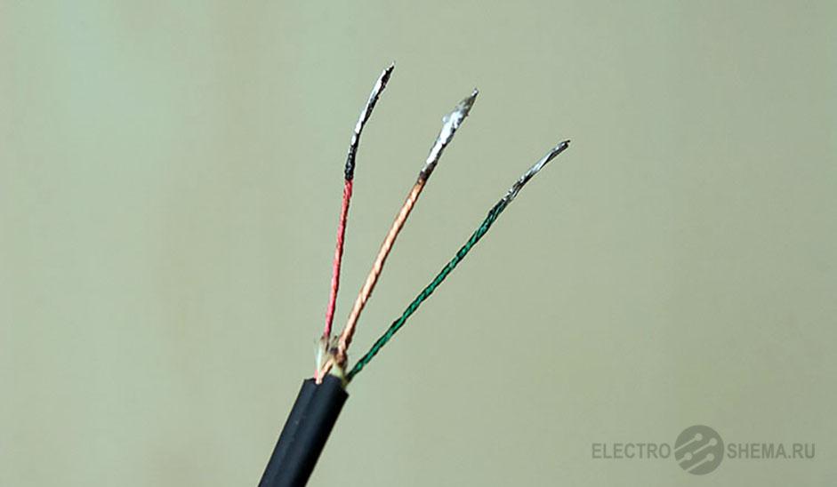 Провода наушников: желтый, красный, зеленый