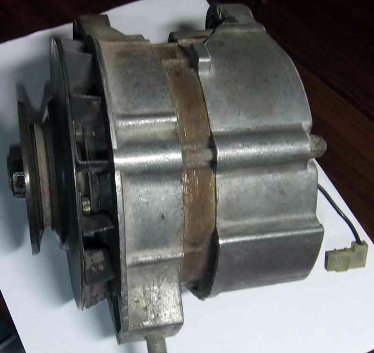 Генератор ВАЗ-2110.